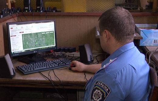 За тими, хто перебуває під домашнім арештом і носить електронні браслети, міліція стежить цілодобово
