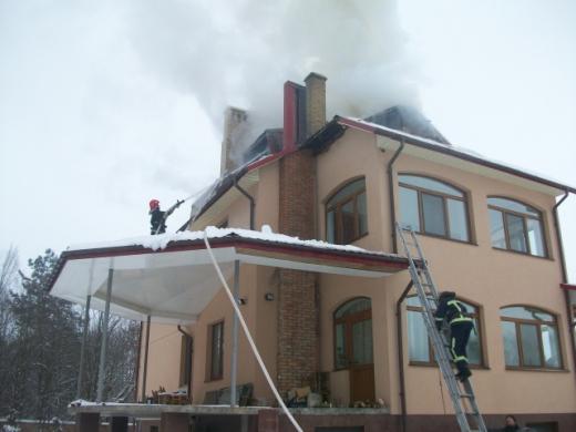 У Клевані загорівся триповерховий будинок (ФОТО), фото-1