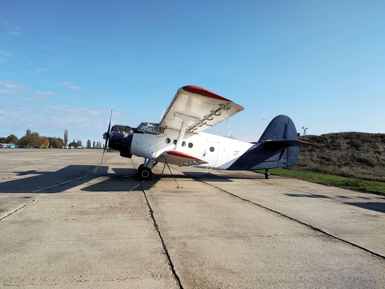 Самолет Ан-2 на Ровенском аэропорту - еще с начала 2000-х