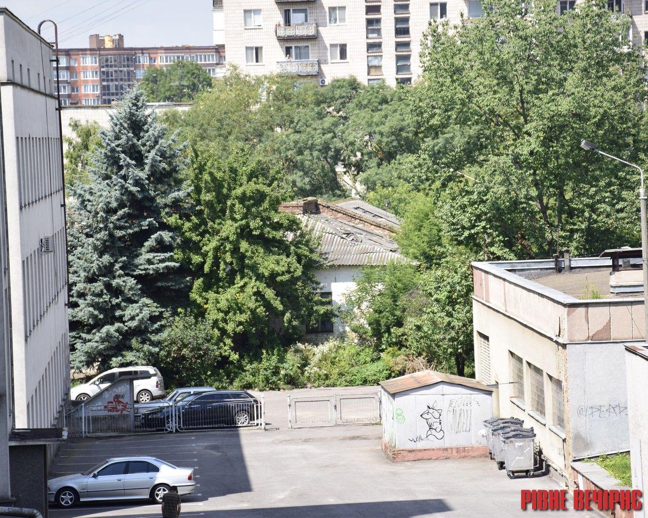 Рівненські забудовники розпочали «війну» за 25 соток у центрі Рівного
