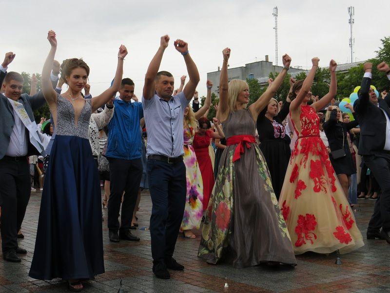 Як у Рівному, танцюючи, встановлювали рекорд (ВІДЕО)