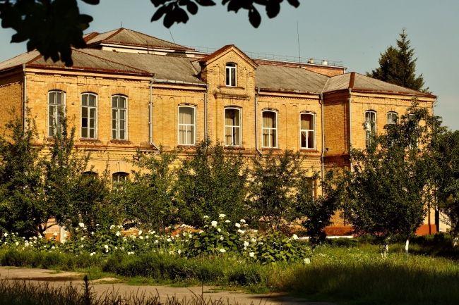 Техпрацівникам у школах Дубенщини заборгували майже три мільйони гривень