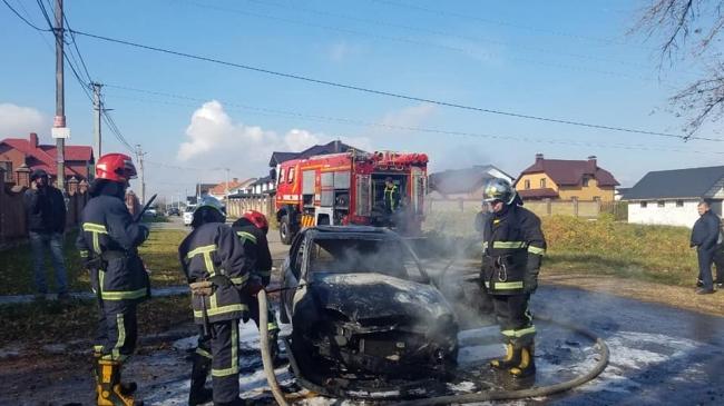 В Обарові вщент згорів автомобіль