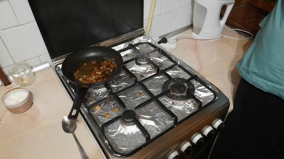 Рівнянина, який готував їжу та заснув, врятували сусіди