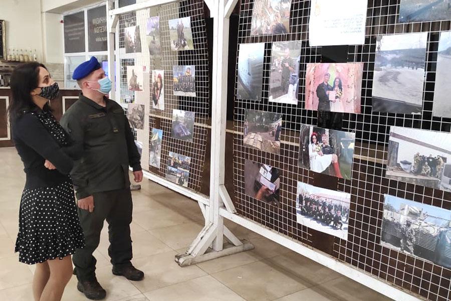 У Рівному військовослужбовець відкрив персональну фотовиставку