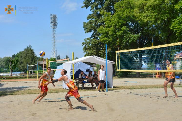 В Ужгороді визначили переможців Кубка ДСНС з пляжного волейболу: найкращі – рятувальники з Рівного
