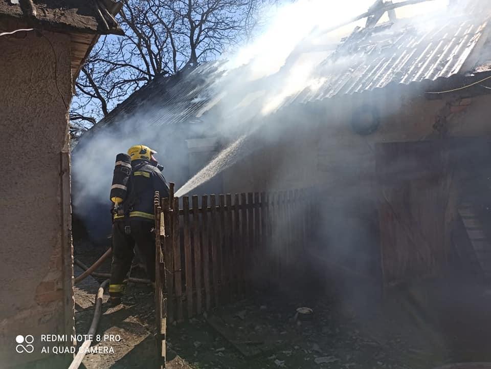 Врятували у Демидівці два будинки від вогню