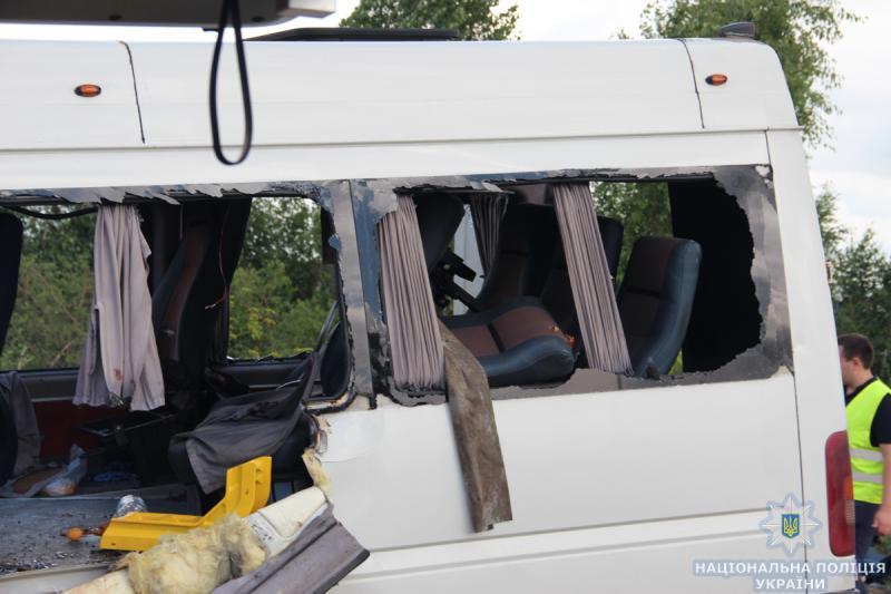 Поліція затримала власника рівненської маршрутки, яка розбилася на Київ-Чоп