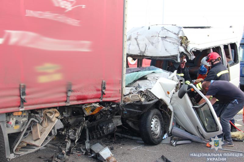 Смертельна ДТП з рівненською маршруткою: поліція ідентифікувала чотирьох із десяти загиблих